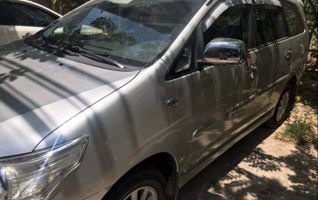 Gia đình bán Toyota Innova năm sản xuất 2014, màu bạc, nhập khẩu3
