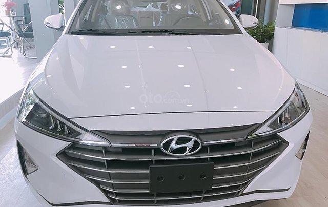 Bán Hyundai Elantra 1.6 MT sản xuất 2019, màu trắng0