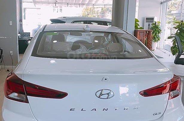 Bán Hyundai Elantra 1.6 MT sản xuất 2019, màu trắng1