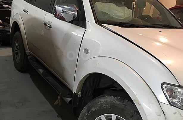 Cần bán xe Mitsubishi Pajero đời 2016, màu trắng xe gia đình1