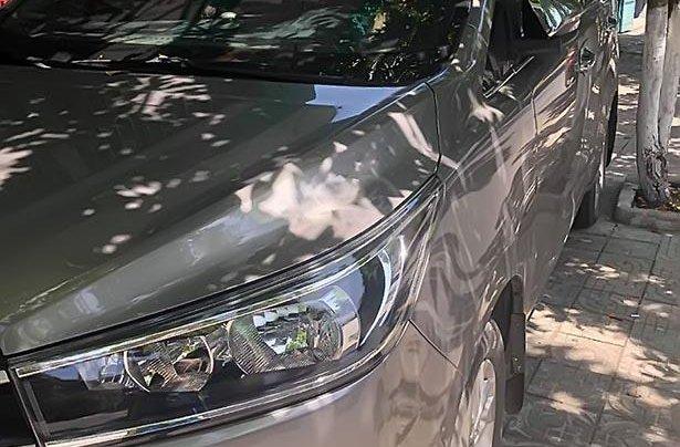 Cần bán Toyota Innova 2017, màu bạc số sàn, giá 675tr4