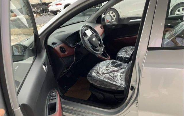 Bán Hyundai Grand i10 2019, màu bạc, xe mới 100%4