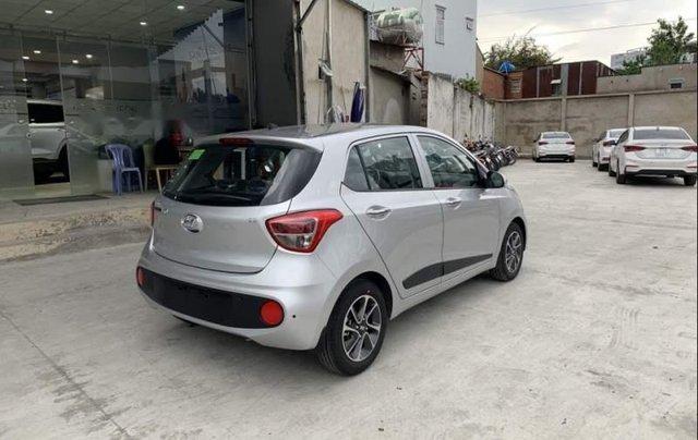 Bán Hyundai Grand i10 2019, màu bạc, xe mới 100%3