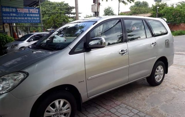 Cần bán Toyota Innova năm sản xuất 2009, màu bạc ít sử dụng0