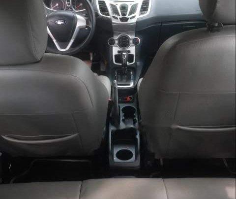 Cần bán gấp Ford Fiesta đời 2011, màu trắng, giá 295tr4
