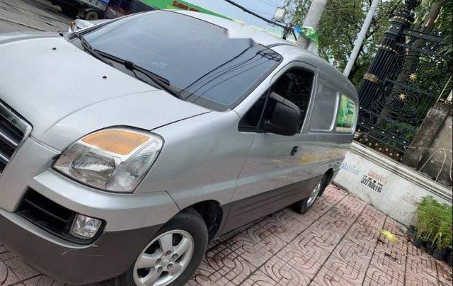Cần bán gấp Hyundai Grand Starex 2006, màu bạc, xe nhập1