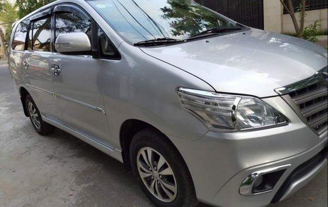 Cần bán xe cũ Toyota Innova E đời 2015, màu bạc0