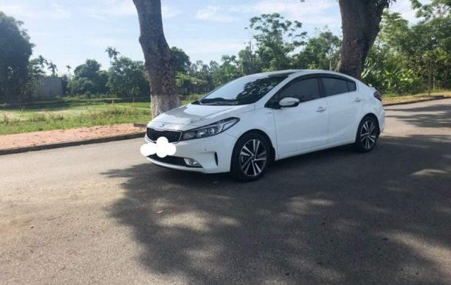 Cần bán lại xe Kia Cerato đời 2017, màu trắng, nhập khẩu nguyên chiếc đẹp như mới0