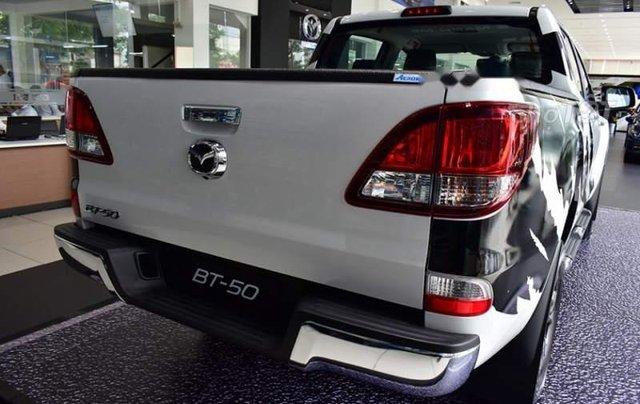 Bán xe Mazda BT 50 đời 2019, màu trắng, nhập khẩu  2