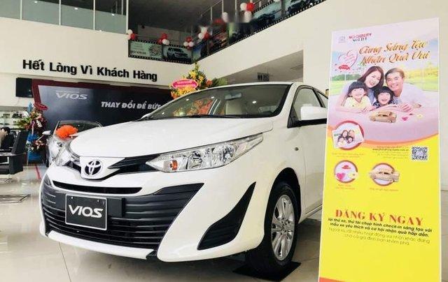 Cần bán Toyota Vios sản xuất 2019, màu trắng 1