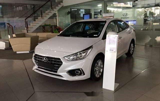 Bán xe Hyundai Accent đời 2019, màu trắng, giá chỉ 427 triệu1