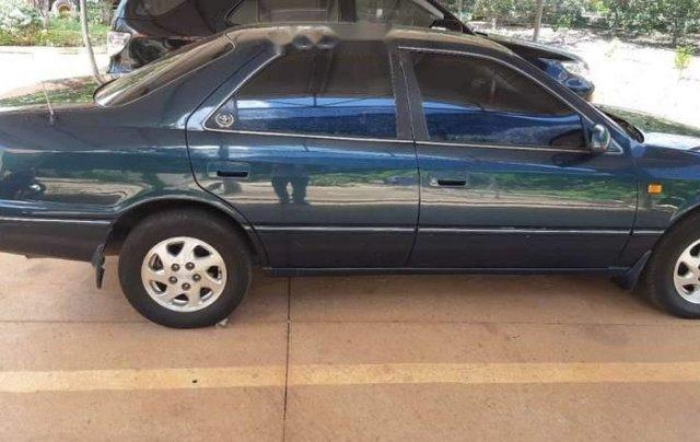 Cần bán gấp Toyota Camry đời 2000, xe còn mới