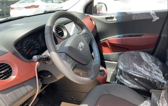 Cần bán Hyundai Grand i10 sản xuất năm 2019, màu bạc3