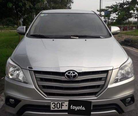 Bán xe Toyota Innova E đời 2015, màu bạc0