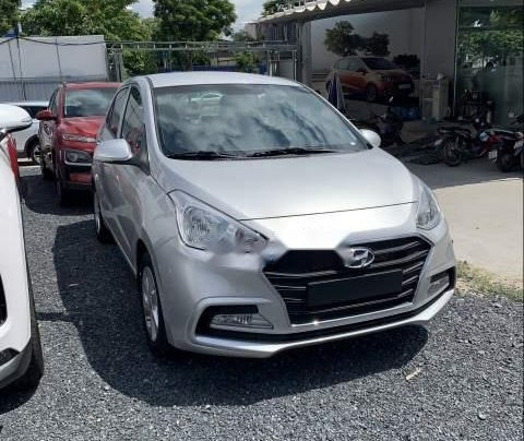 Cần bán Hyundai Grand i10 sản xuất năm 2019, màu bạc1