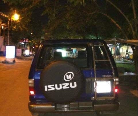 Cần bán Isuzu Trooper đời 2001, động cơ V6, máy mạnh, nội thất zin0