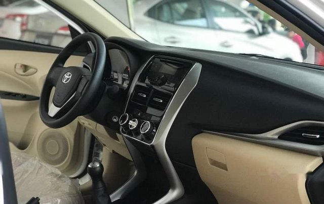 Cần bán Toyota Vios sản xuất 2019, màu trắng 2