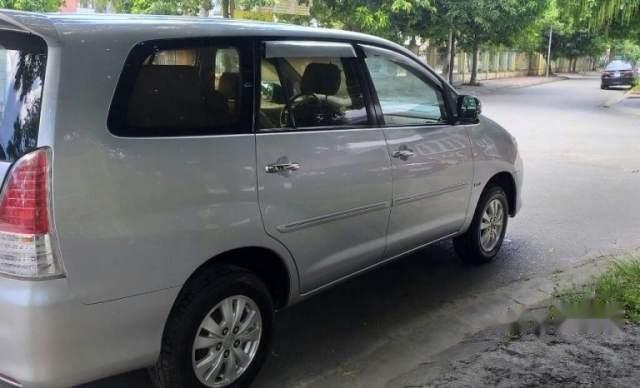 Bán gấp Toyota Innova G sản xuất 2011, màu bạc còn mới  0
