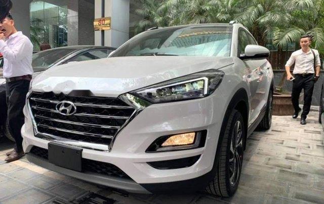 Bán xe Hyundai Tucson sản xuất 2019, màu trắng, giá tốt0