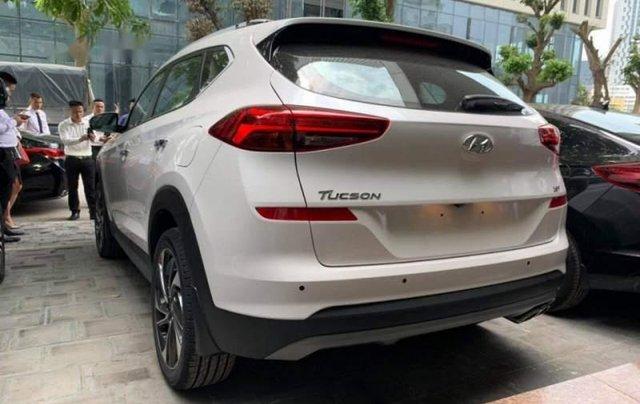 Bán xe Hyundai Tucson sản xuất 2019, màu trắng, giá tốt1