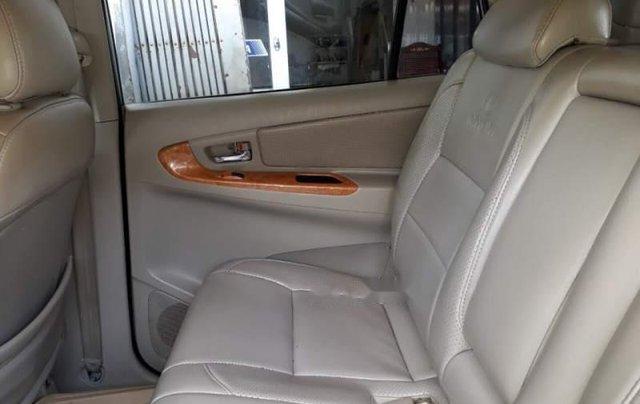 Cần bán Toyota Innova năm sản xuất 2009, màu bạc ít sử dụng4