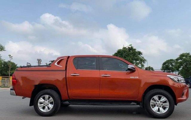 Bán gấp Toyota Hilux AT sản xuất năm 2016, xe chính chủ1