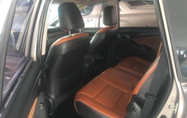 Cần bán Toyota Innova E đời 2017 số sàn, màu nâu1