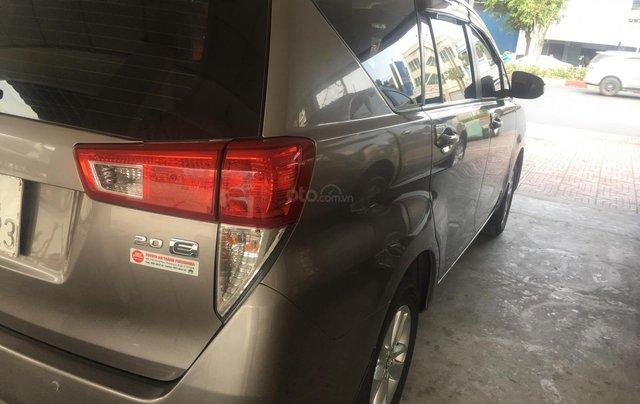 Cần bán Toyota Innova E đời 2017 số sàn, màu nâu2