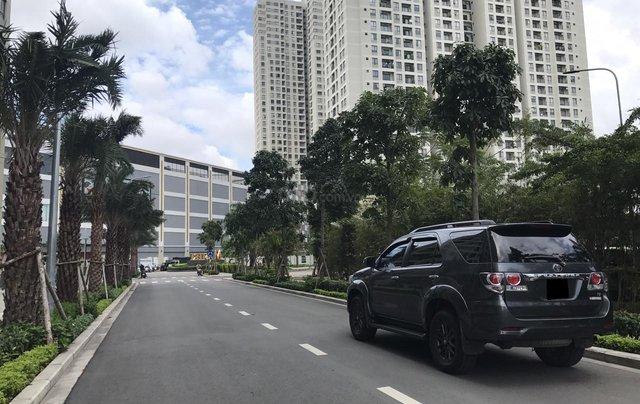 Bán Toyota Fortuner 2016 tự động, màu xám chì, xe gia đình chính chủ3