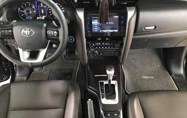 Bán Toyota Fortuner 2.8V 2 cầu, số tự động, máy dầu, nhập khẩu Indonesia T5/2019 màu đen VIP đi 8000km0