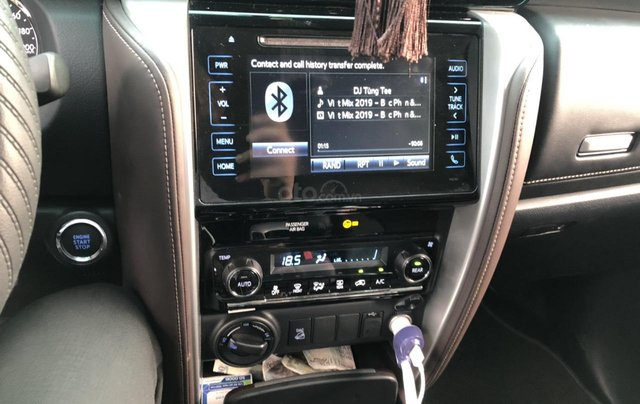 Bán Toyota Fortuner 2.8V 2 cầu, số tự động, máy dầu, nhập khẩu Indonesia T5/2019 màu đen VIP đi 8000km5