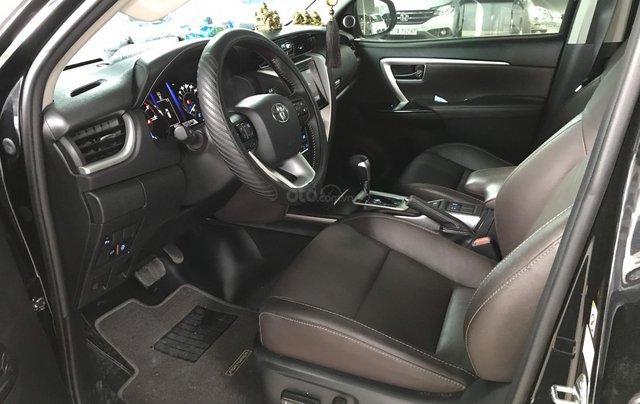 Bán Toyota Fortuner 2.8V 2 cầu, số tự động, máy dầu, nhập khẩu Indonesia T5/2019 màu đen VIP đi 8000km8