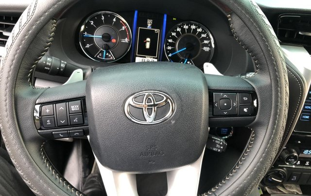Bán Toyota Fortuner 2.8V 2 cầu, số tự động, máy dầu, nhập khẩu Indonesia T5/2019 màu đen VIP đi 8000km11