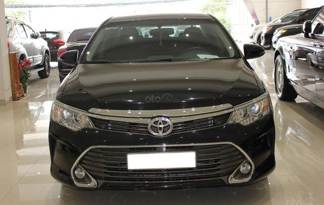 Bán Toyota Camry 2.5Q năm sản xuất 2016, màu đen, 950tr1