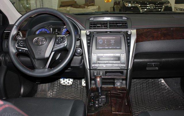 Bán Toyota Camry 2.5Q năm sản xuất 2016, màu đen, 950tr3