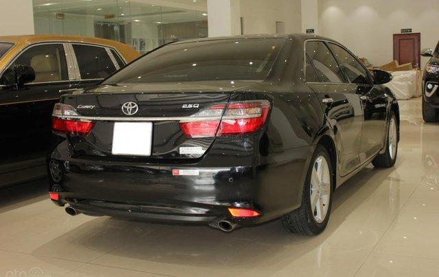 Bán Toyota Camry 2.5Q năm sản xuất 2016, màu đen, 950tr9