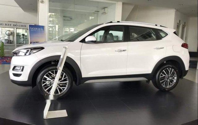 Bán xe Hyundai Tucson đời 2019, màu trắng, xe nhập0