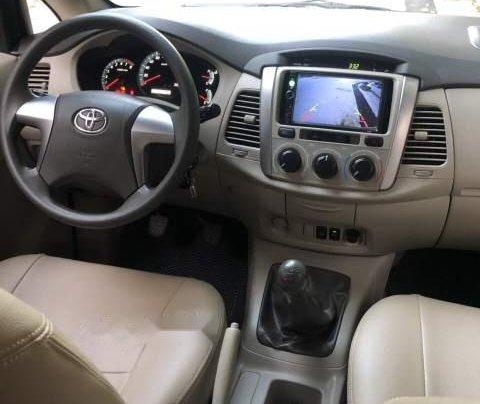 Bán Toyota Innova E đời 2015, màu bạc, chính chủ 3