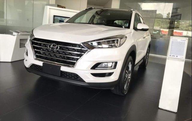 Bán xe Hyundai Tucson đời 2019, màu trắng, xe nhập4