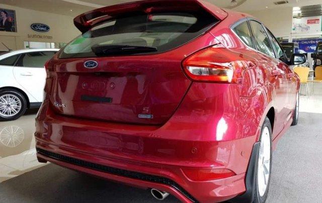 Bán xe Ford Focus sản xuất 2019, màu đỏ2