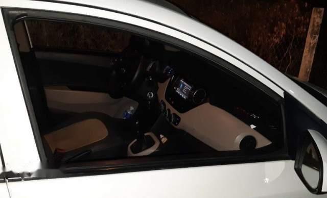 Bán Hyundai Grand i10 sản xuất 2015, màu trắng, xe nhập 2