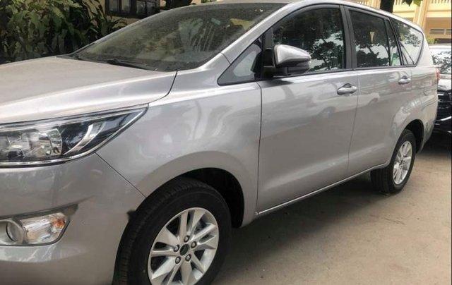 Cần bán Toyota Innova năm 2019, màu bạc0