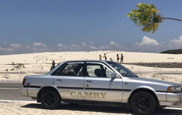Bán Toyota Camry năm sản xuất 1987, màu bạc5