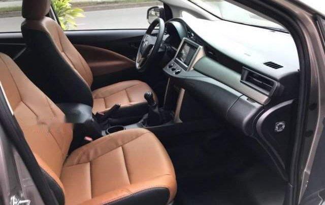 Cần bán Toyota Innova năm 2019, màu bạc3