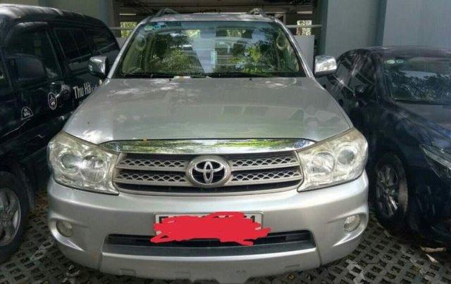 Chính chủ bán Toyota Fortuner đời 2011, màu bạc0