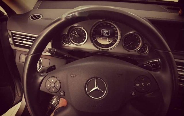 Bán xe Mercedes E250 đời 2011, màu bạc, 980 triệu1