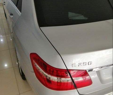 Bán xe Mercedes E250 đời 2011, màu bạc, 980 triệu5