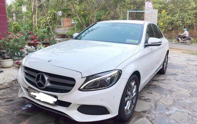 Bán xe Mercedes C200 trắng/kem đời 2017 cũ chính hãng. Trả trước 400 triệu nhận xe ngay1