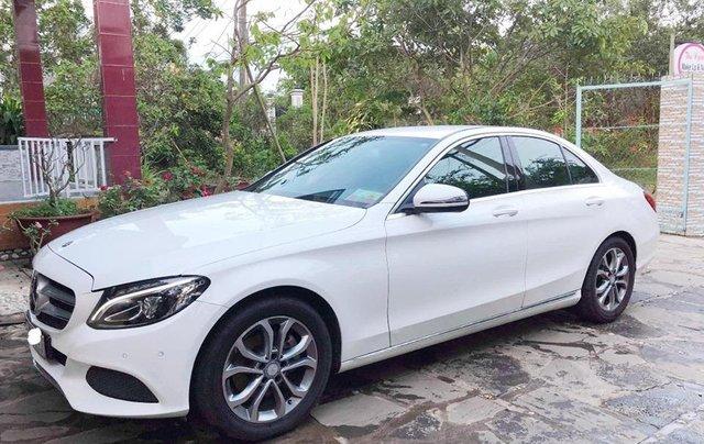 Bán xe Mercedes C200 trắng/kem đời 2017 cũ chính hãng. Trả trước 400 triệu nhận xe ngay2