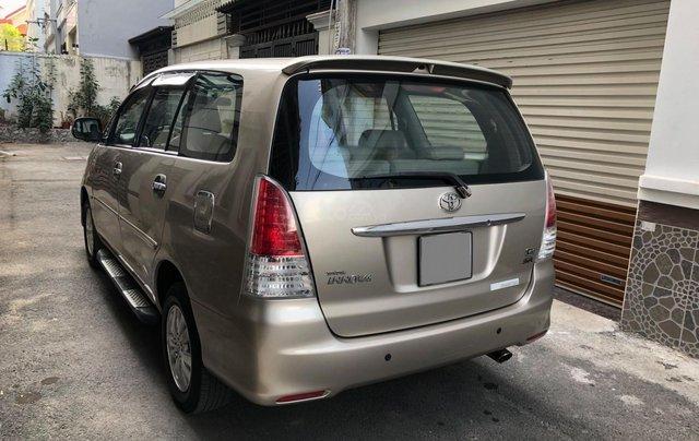 Cần bán Toyota Innova G SR 2011, số sàn, màu vàng cát0